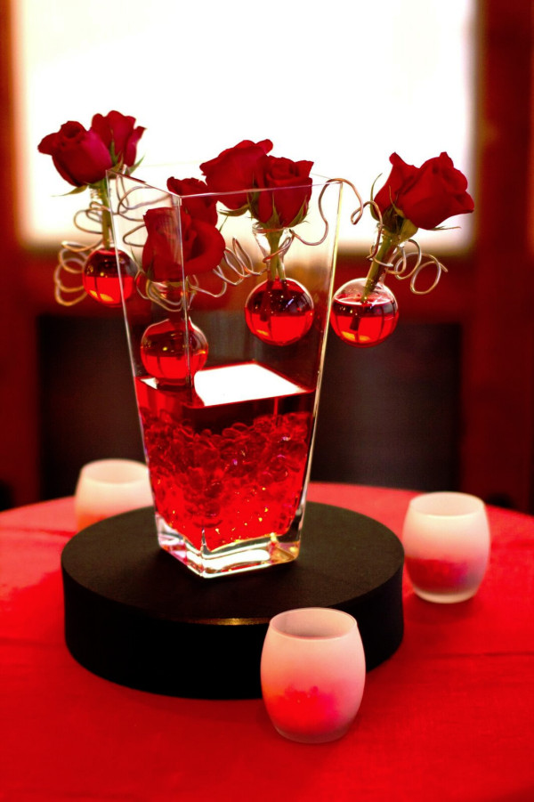 V-Shaped Vase with Red Roses and Bubbles