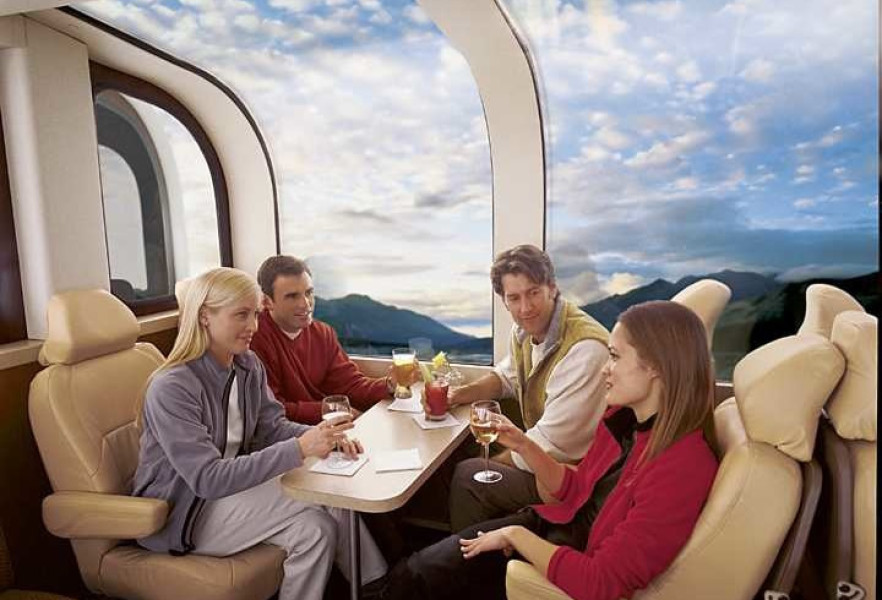 Deluxe Rail Dome Car