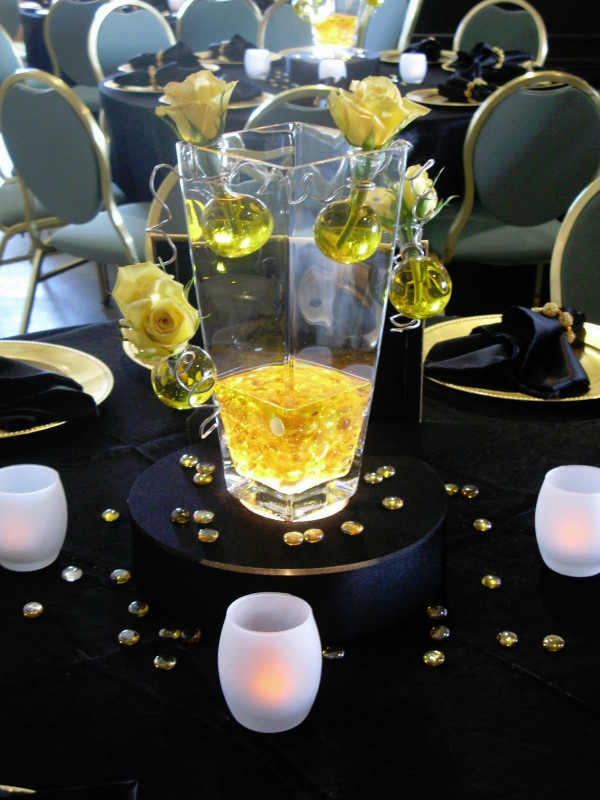 V-Shaped Vase with Bubbles (Yellow)