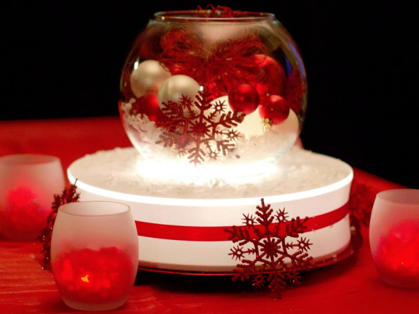 Red and White Holiday Round Vase with Votives